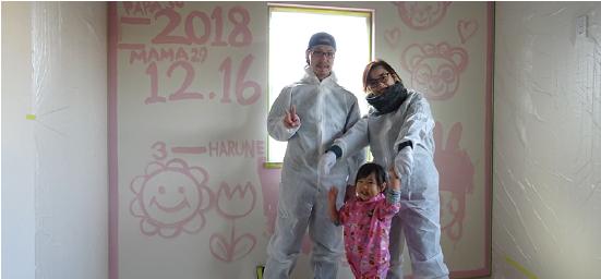 浜松市の工務店、エコーアートがお施主様と行った壁ペンキ塗写真