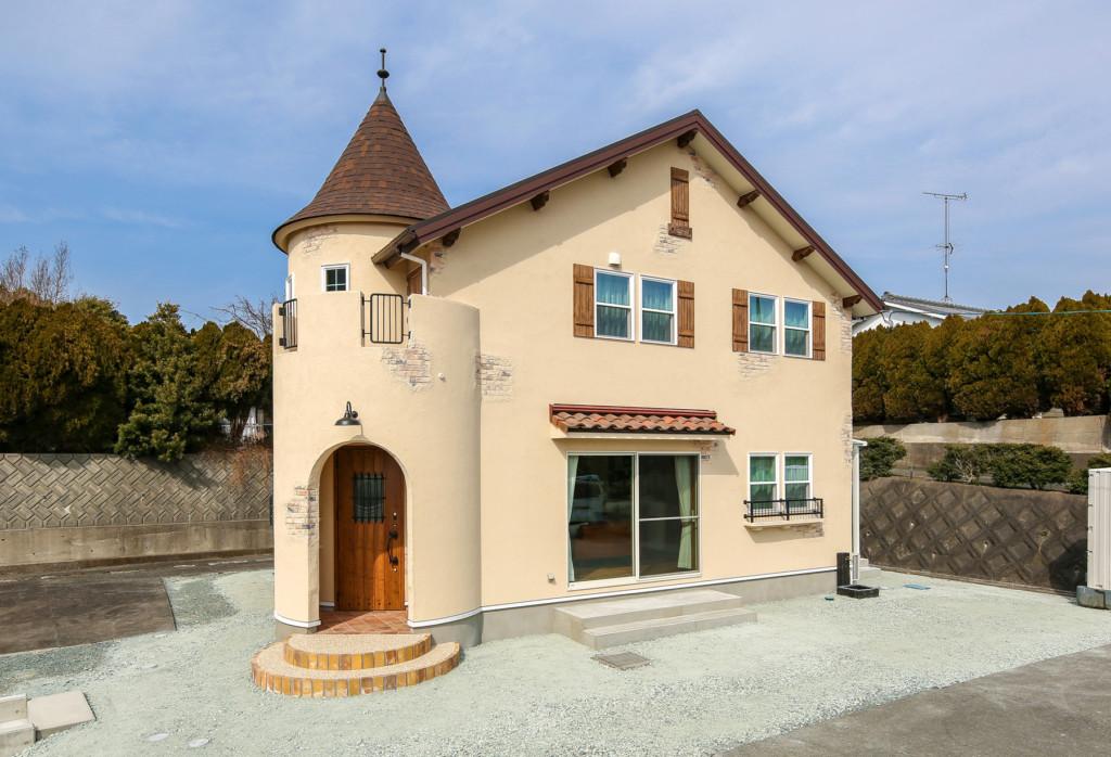 浜松市の注文住宅会社のエコーアートが建てた丸い塔がある家の外観写真