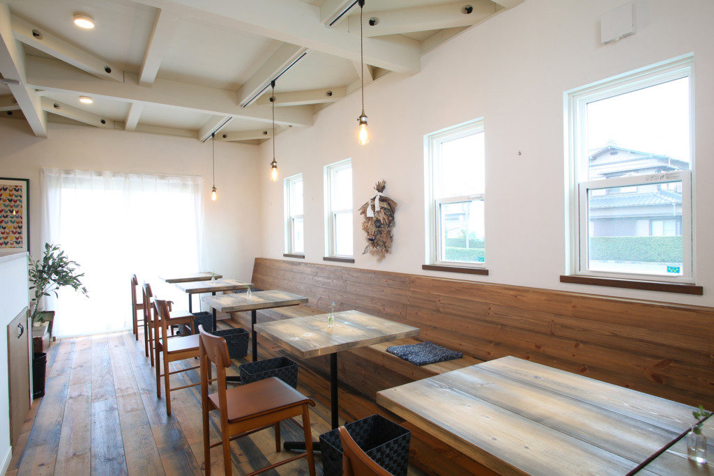 浜松市西区に建つイタリアンレストラン Kitchen Luceのテーブル席写真