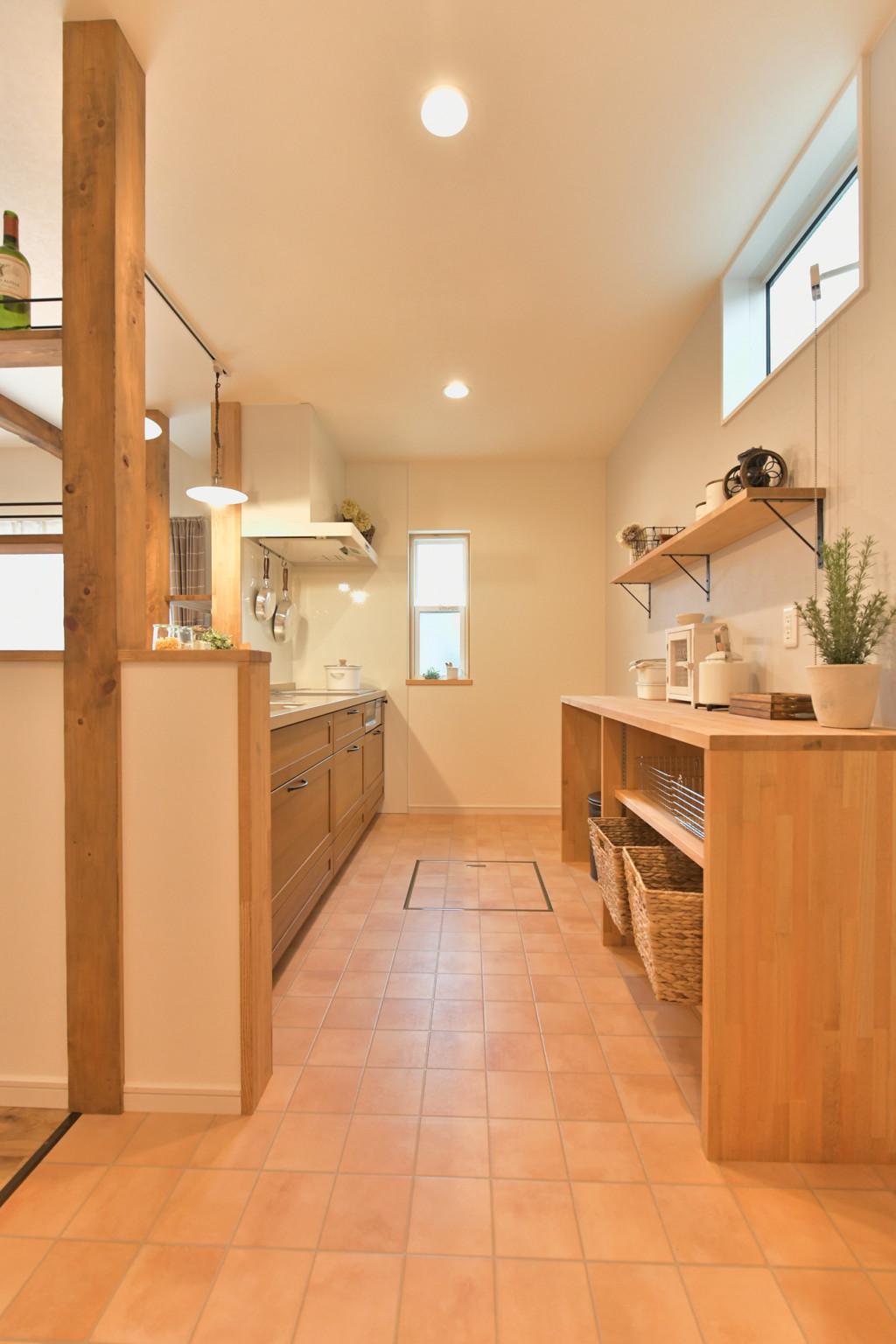 浜松市の工務店のエコーアートが建てたナチュラルかわいい家のキッチン縦写真