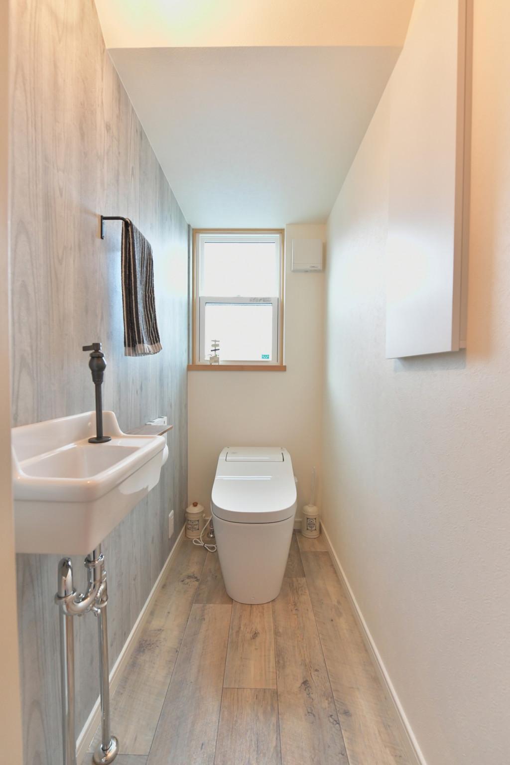 浜松市の工務店のエコーアートが建てたナチュラルかわいい家のトイレ写真