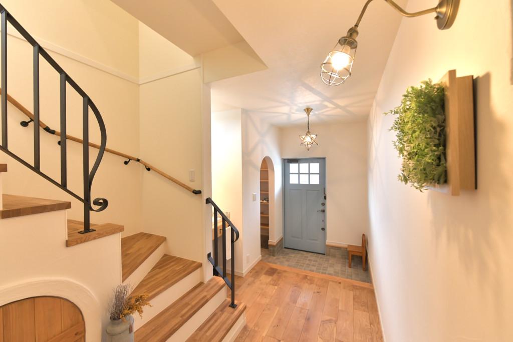 浜松市の工務店のエコーアートが建てたナチュラルかわいい家の階段ホール写真