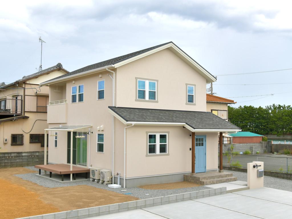 浜松市の注文住宅会社のエコーアートがで建てたナチュラルかわいい家の外観斜め写真