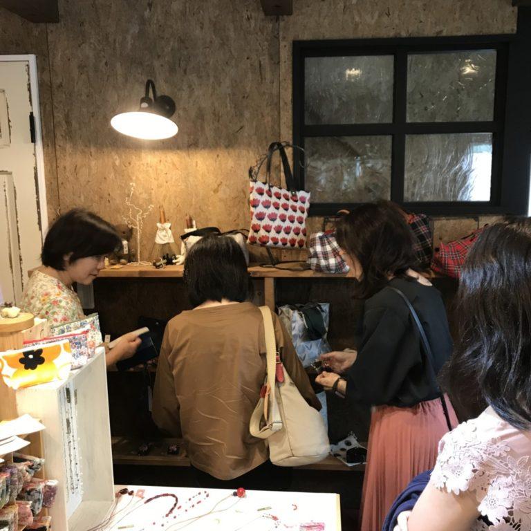 浜松市の注文住宅会社のエコーアートが主催するイベントのマルシェの風景写真