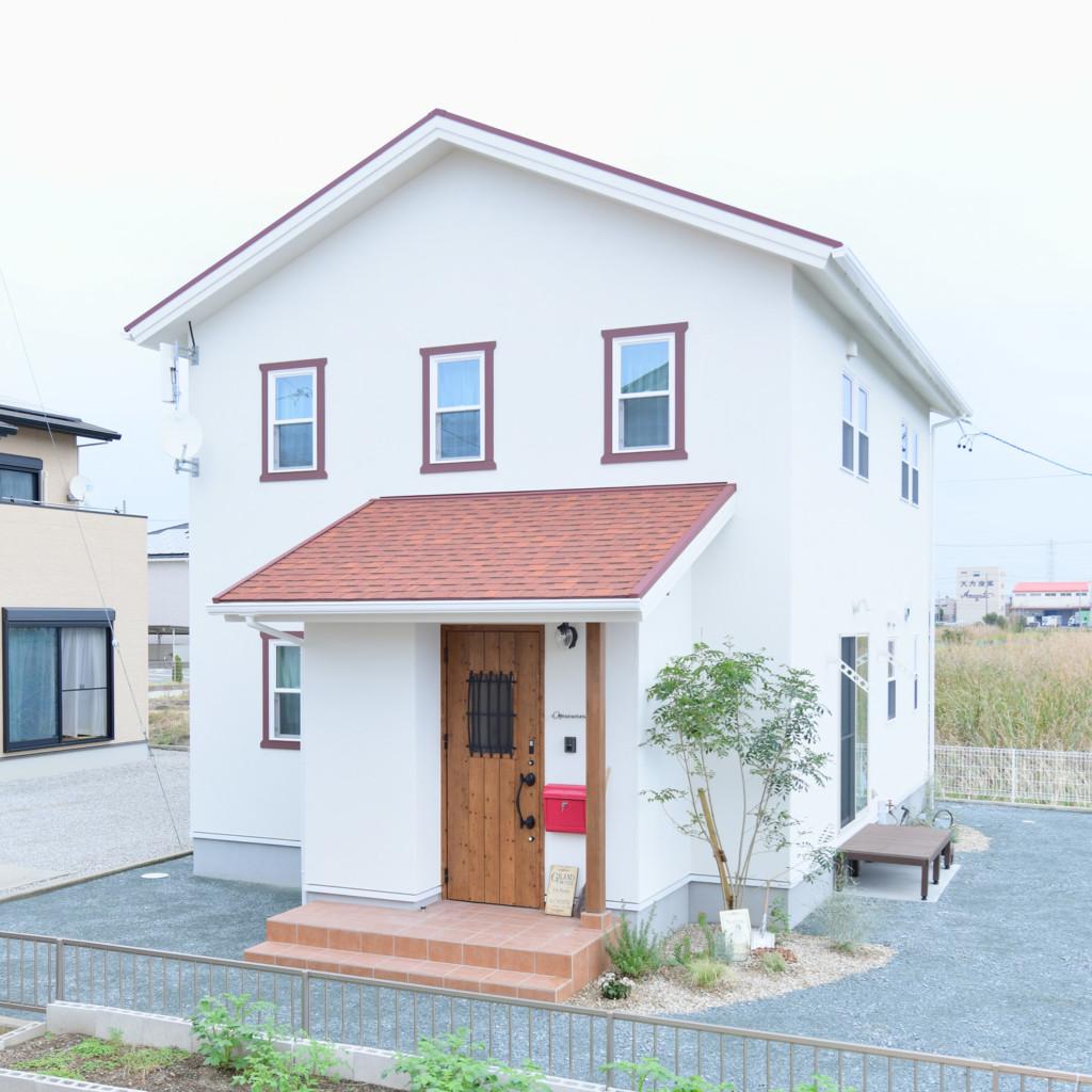 浜松市の注文住宅会社のエコーアートが建てたママンの家の斜めからの外観写真