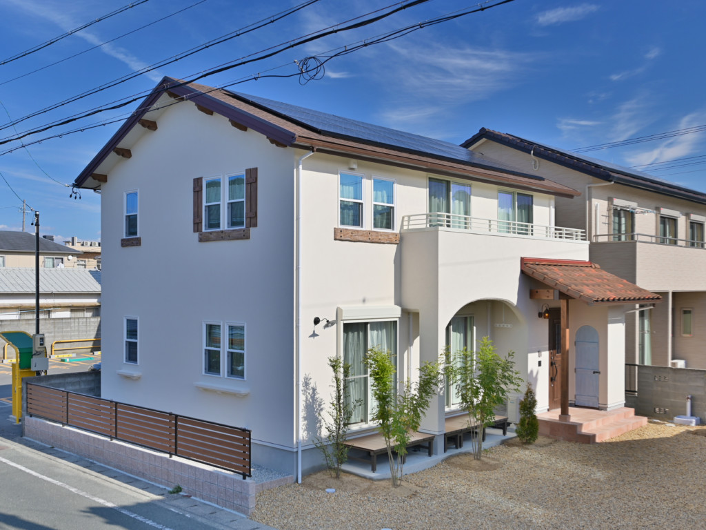 浜松市で注文住宅会社のエコーアートが建てたロフトがあるオシャレなデザイン住宅の外観写真