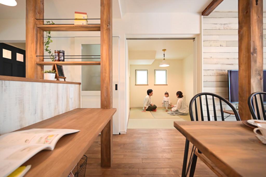 浜松市の工務店のエコーアートが建てたアーチ壁がおしゃれなフレンチスタイルの家の和室写真