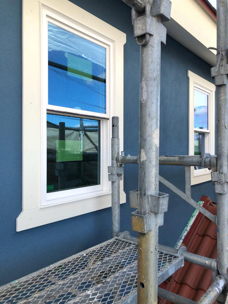 浜松市でカラフルママンの家を施工中のエコーアートが撮影した塗り壁写真