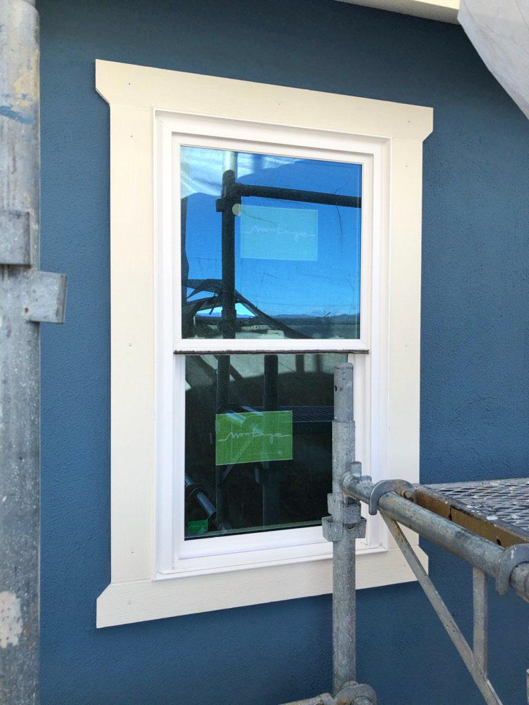 浜松市でカラフルママンの家を施工中のエコーアートが撮影した窓枠