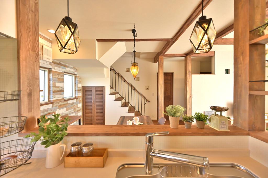 ロフトがあるオシャレなデザインの家のアイアン手摺り写真