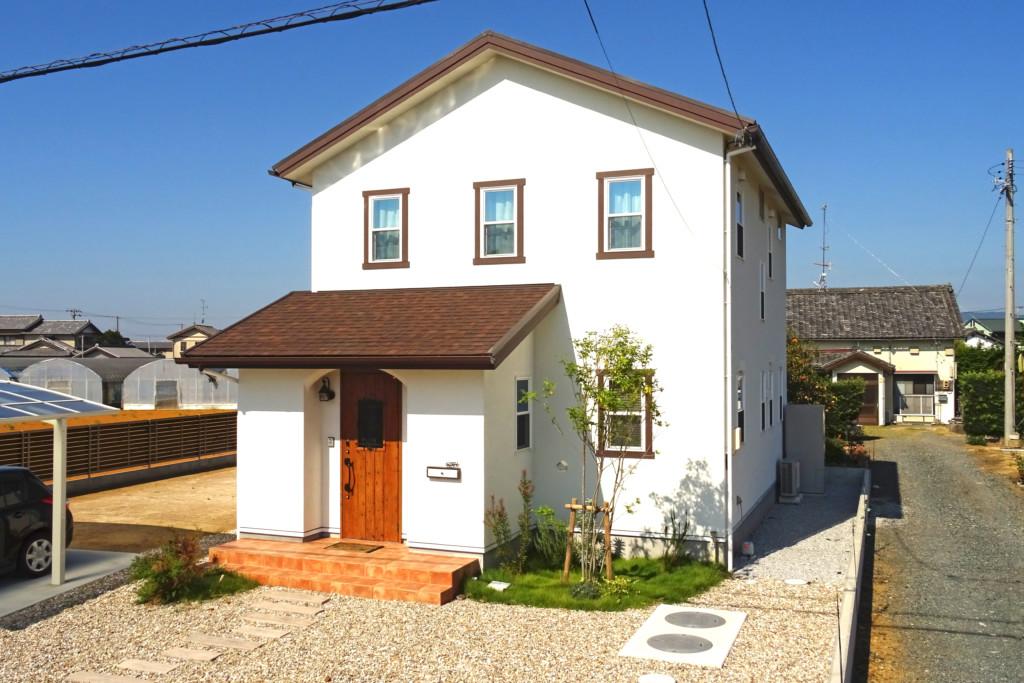 浜松市の注文住宅会社のエコーアートが施工したZEHの家の外観写真