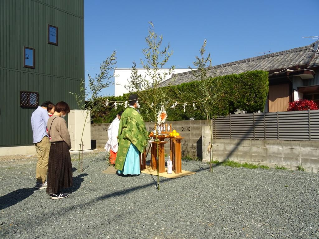 浜松市の注文住宅会社のエコーアートが執り行う地鎮祭の写真