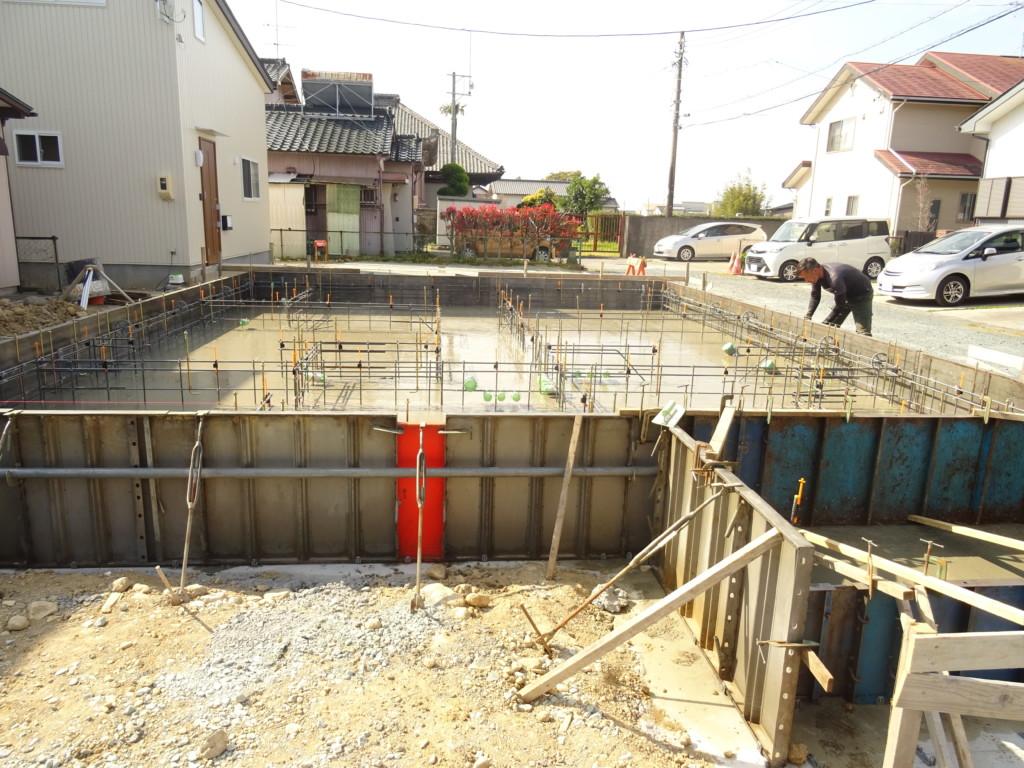 浜松市の注文住宅会社のエコーアートが建築中の基礎工事中写真