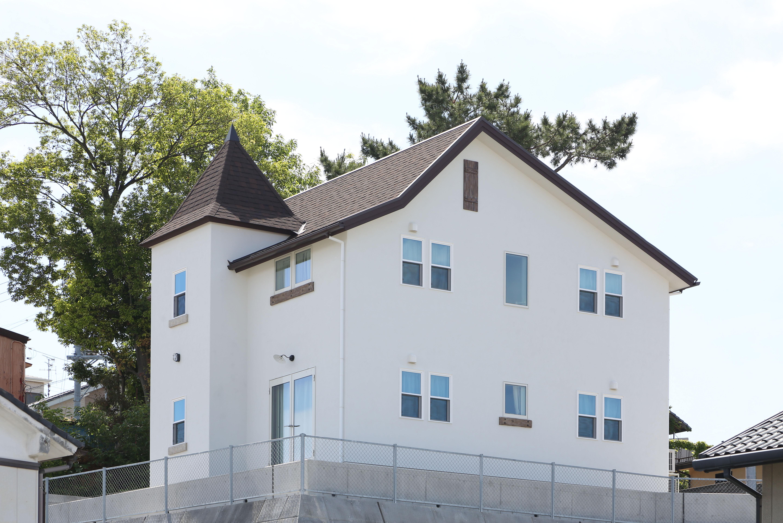 浜松市の注文住宅会社のエコーアートが建てた塔がある家の外観写真