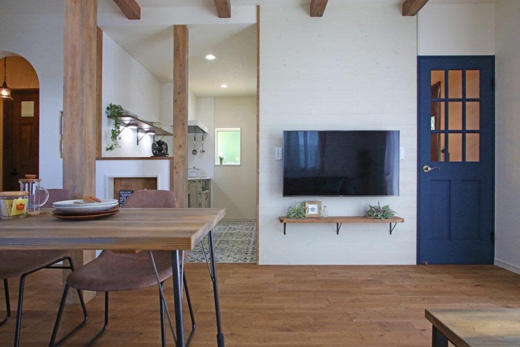 浜松市で塔のある家を建てたエコーアートの板張り施工例写真