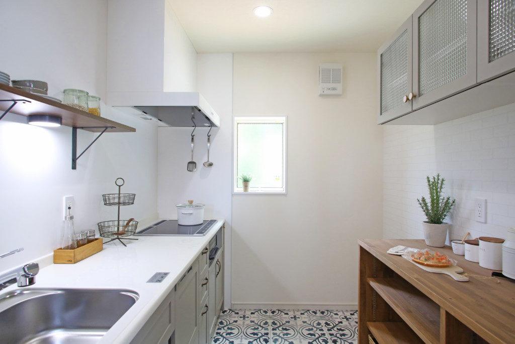 浜松市で塔のある家を建てたエコーアートのキッチン施工例写真