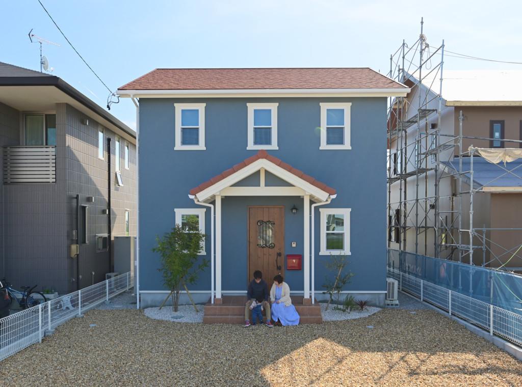 浜松市でエコーアートが建てたカラフルママンの家の外観正面写真