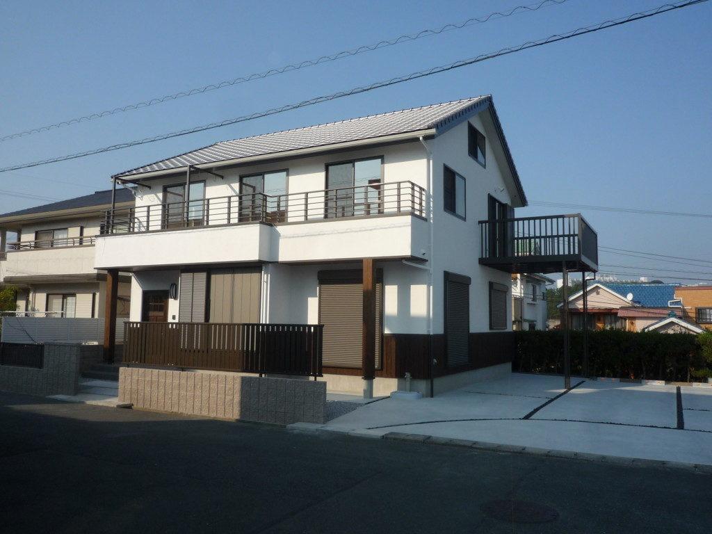 浜松市でメンテナンスが掛かりにくい家を造っているエコーアートの木板張りの施工写真