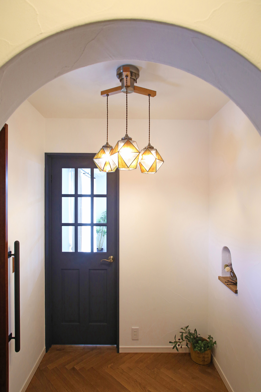 塔のある家の玄関ホール写真