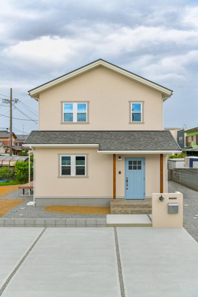 浜松市のデザイン住宅でエコーアートが施工したシンプルママンの外観写真