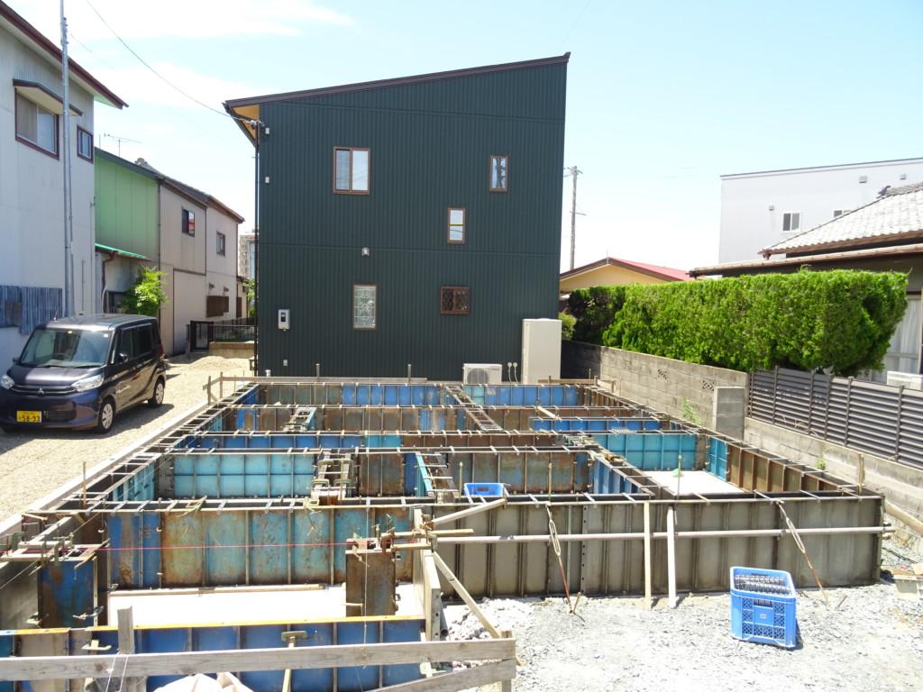 浜松市の注文住宅会社のエコーアートが行う基礎型枠組の全景写真