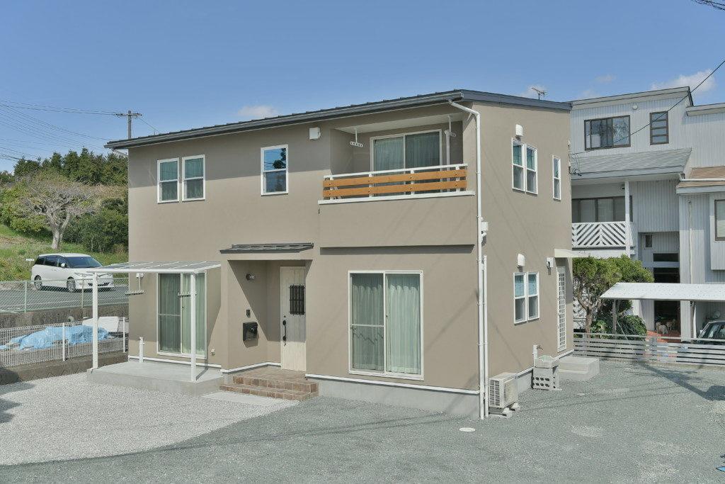 浜松市のデザイン住宅でエコーアートが施工したブルックリンスタイルの家の外観写真