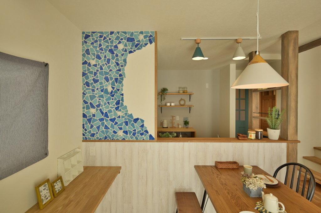 浜松市のデザイン住宅でエコーアートが施工したクラッシュタイル施工写真