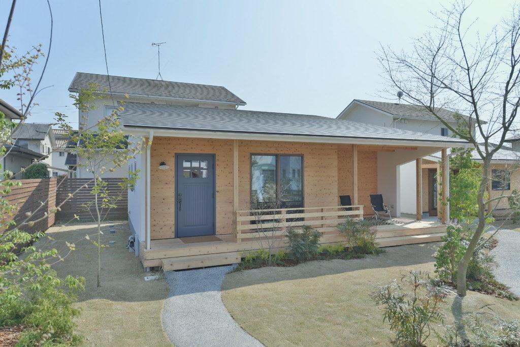 浜松市のデザイン住宅でエコーアートが施工した平屋の家の外観写真