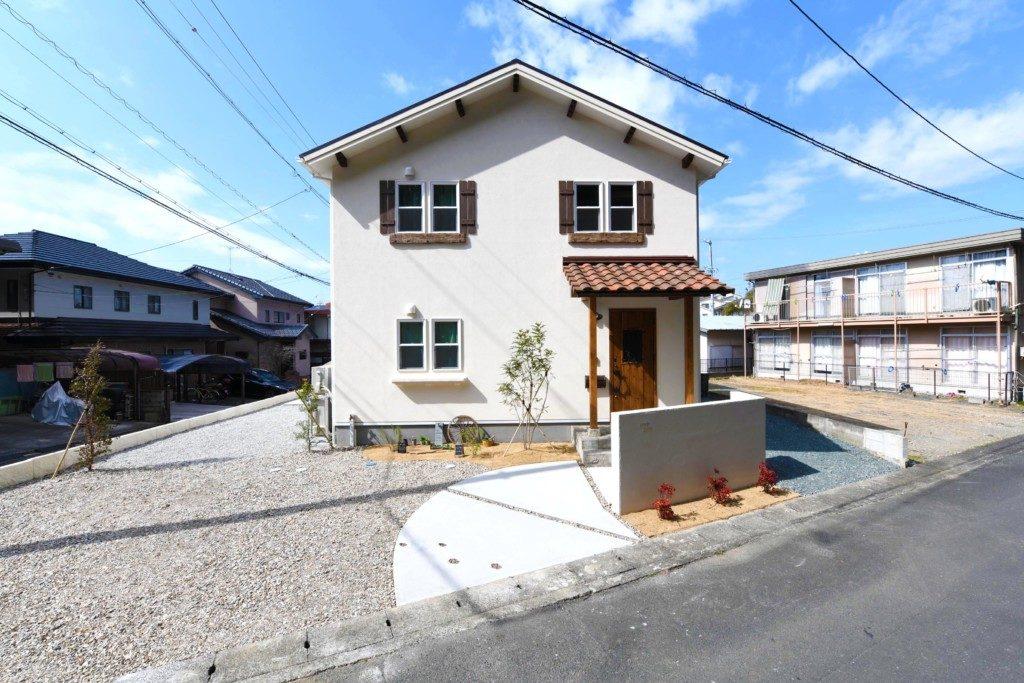 浜松市で間取りを考えた家づくりを実践しているエコーアートのかわいい家の外観写真
