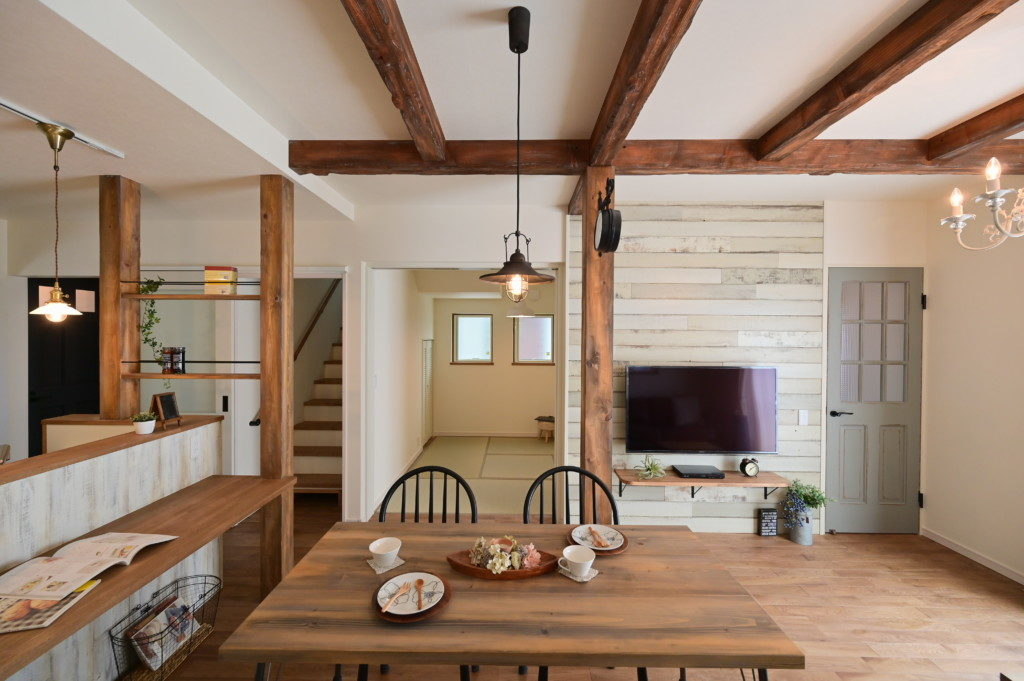 浜松市で間取りを考えた家づくりを実践しているエコーアートの和室とリビングが隣接した施工写真