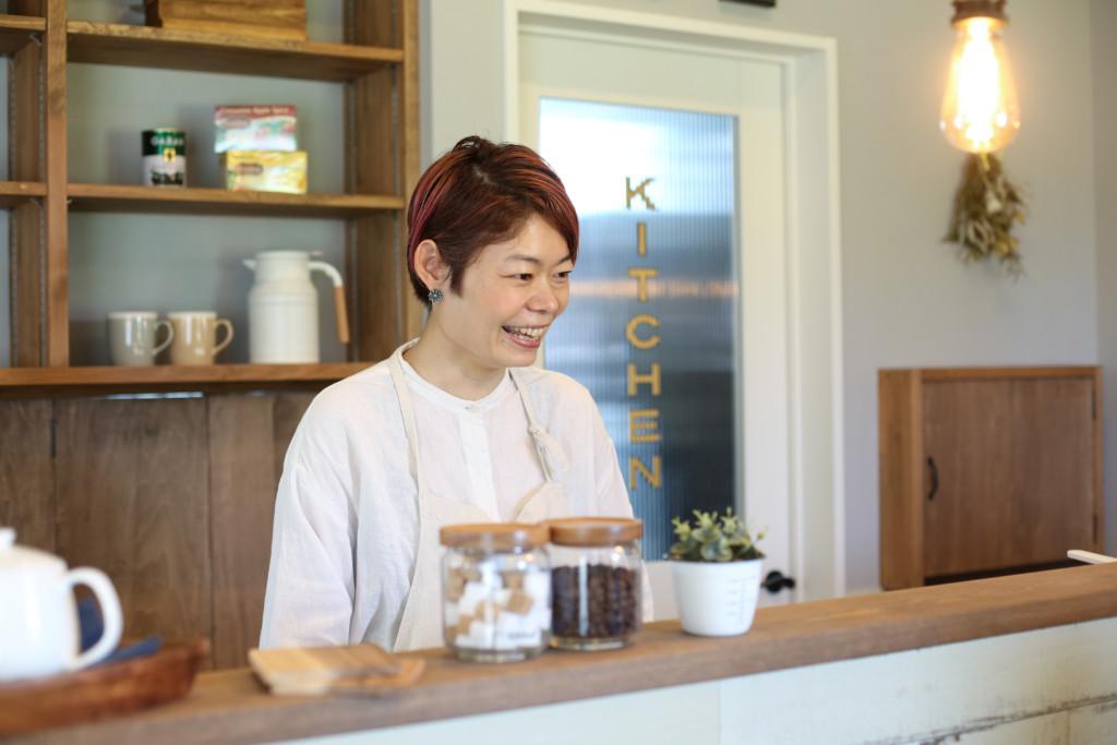 浜松市の注文住宅会社のエコーアートが建てたレストランのインタビュー写真