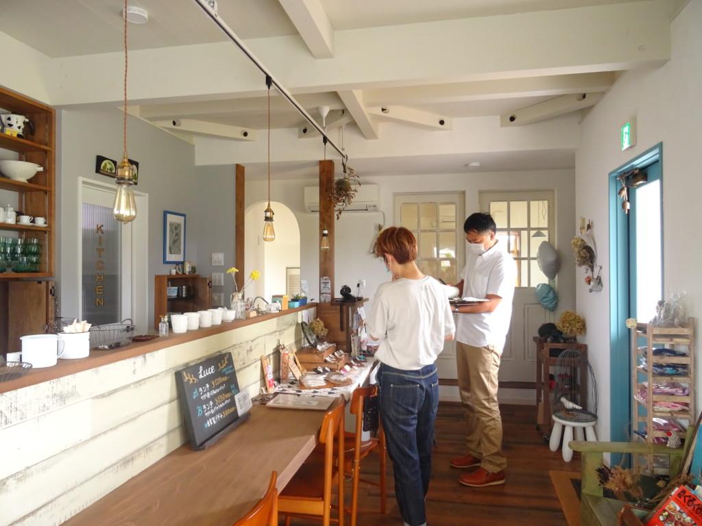 浜松市の注文住宅会社のエコーアートが建てたレストランのインタビュー風景写真