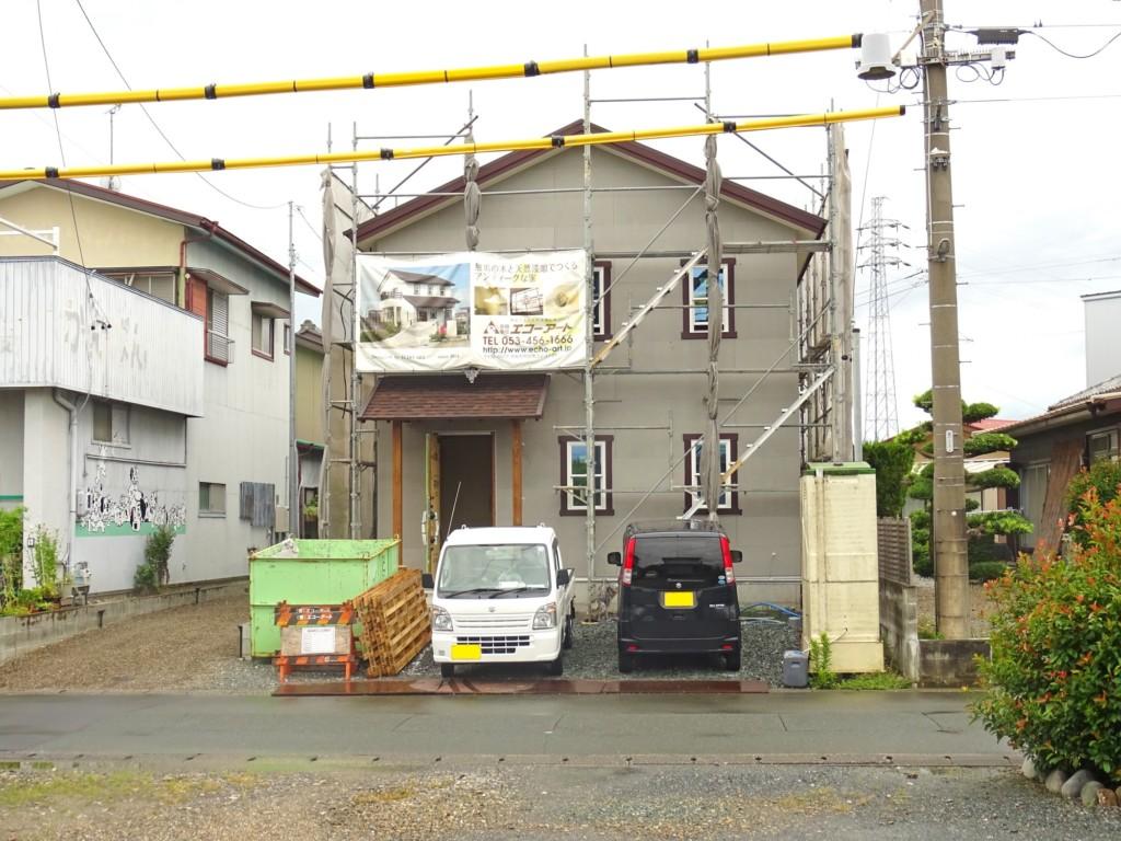 浜松市の注文住宅会社のエコーアートが施工中の外部塗装完了写真