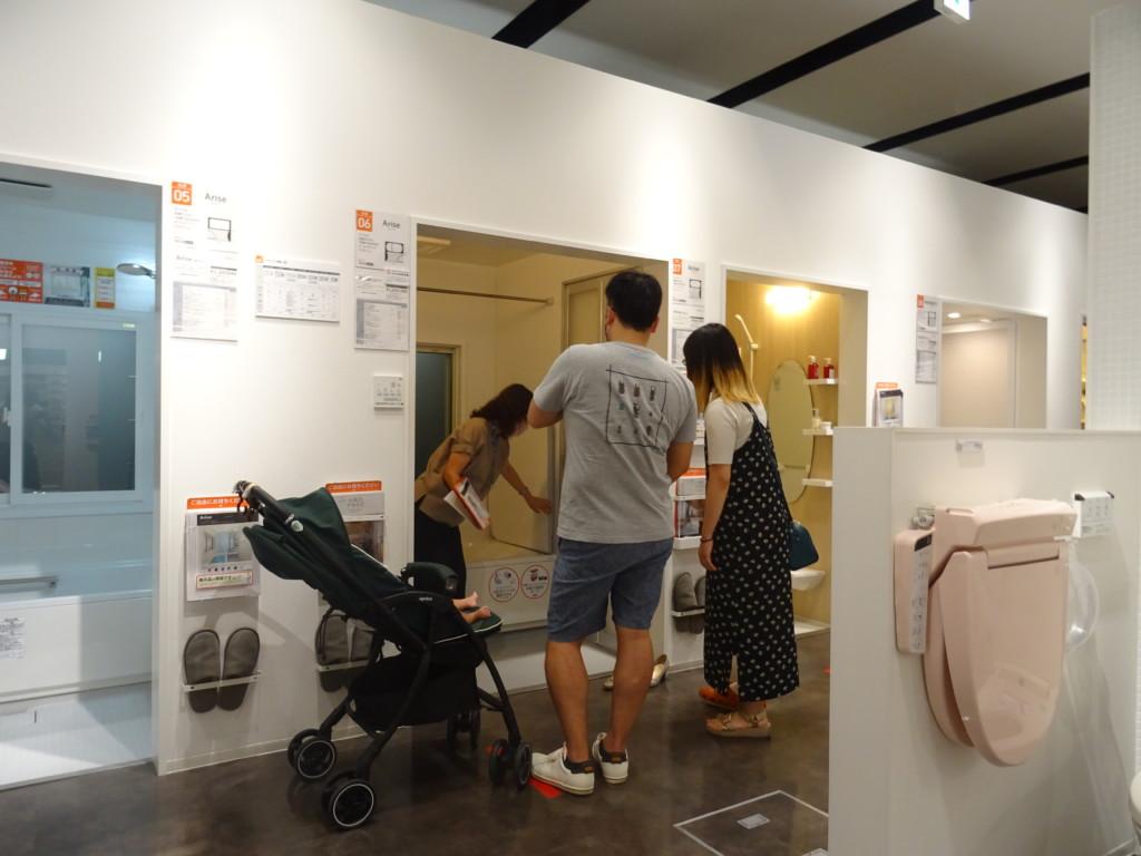 浜松市の注文住宅会社のエコーアートがショールームで行う打ち合わせ写真