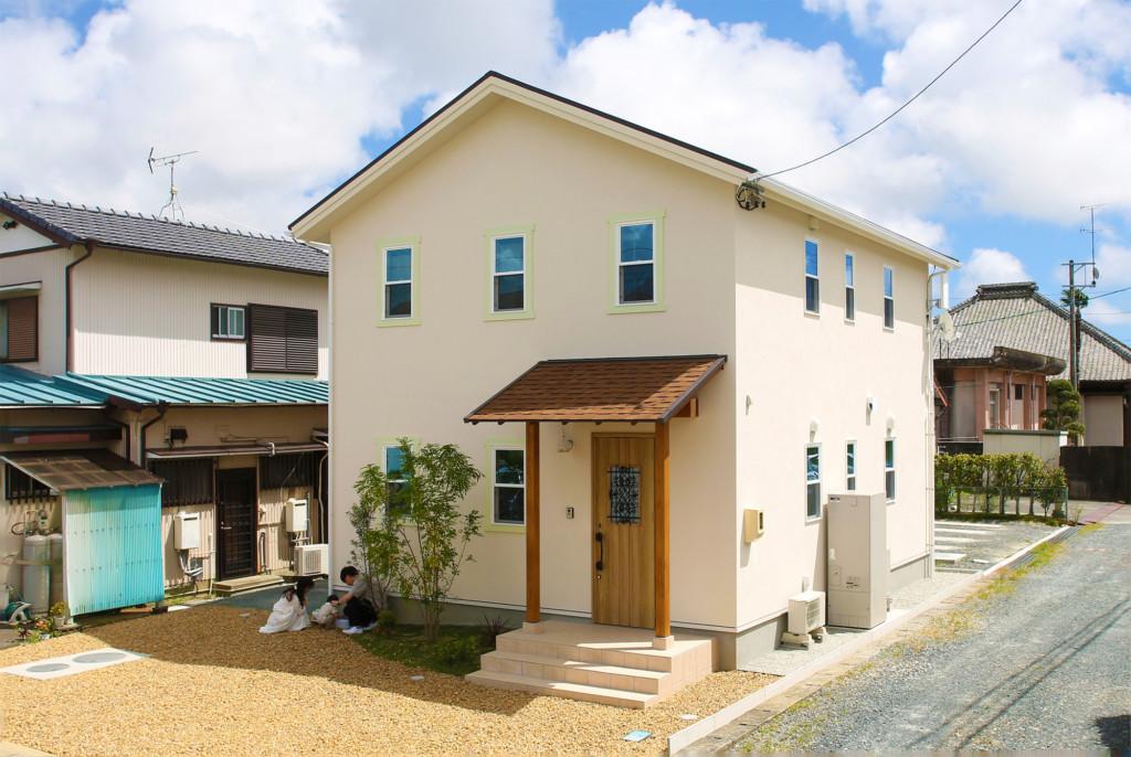 浜松市の注文住宅会社のエコーアートが建てたナチュラルカフェスタイルのMamanの家の外観