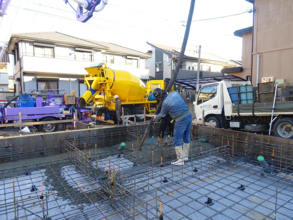 浜松市の注文住宅会社のエコーアートが工事中の現場の基礎コンクリート打設写真