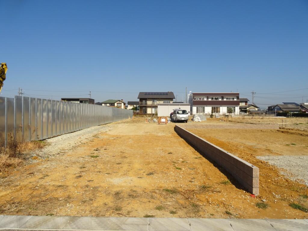 浜松市の注文住宅会社のエコーアートが境界ブロック施工中の工事写真