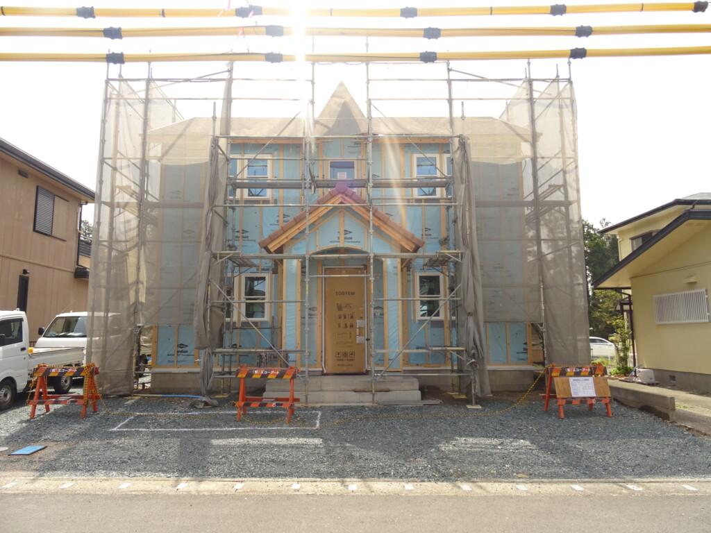 浜松市の注文住宅会社のエコーアートが建築中の外観施工中写真