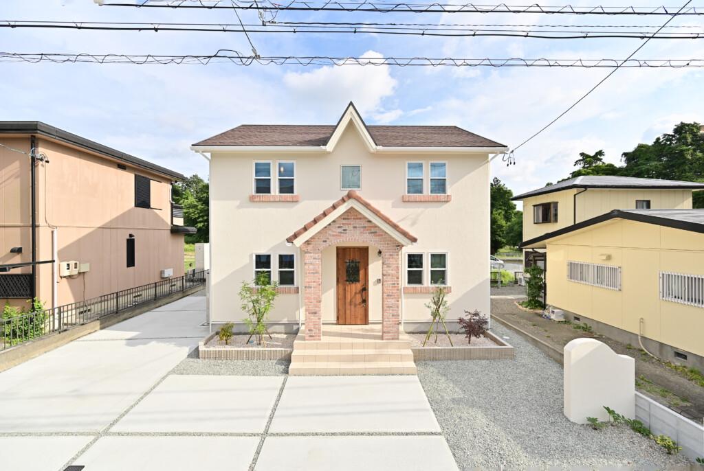 浜松市の注文住宅会社の工務店のエコーアートが建てたブリティッシュスタイルの家の外観写真